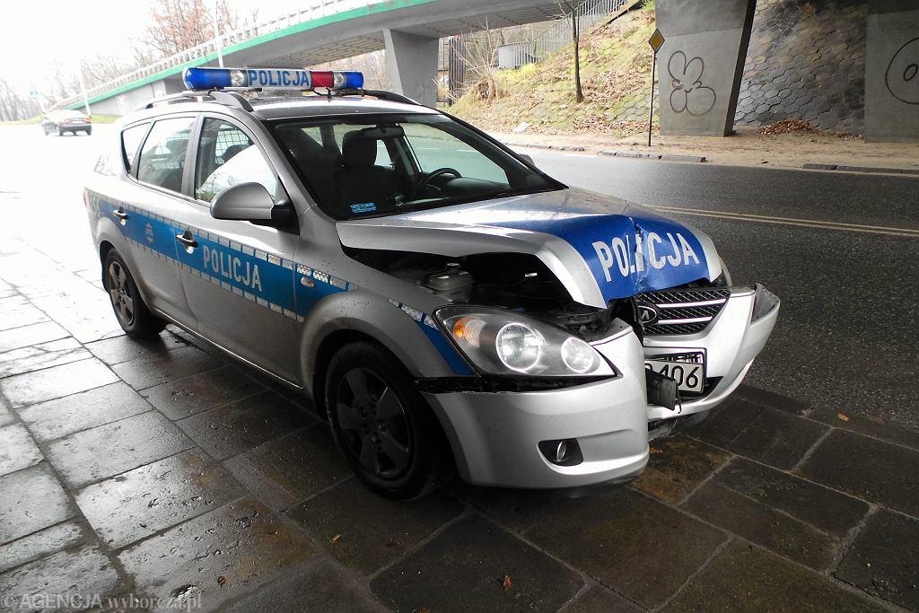 Rzeszów. Z samochodu odpadło koło i uderzyło w radiowóz / Zdjęcie ilustracyjne