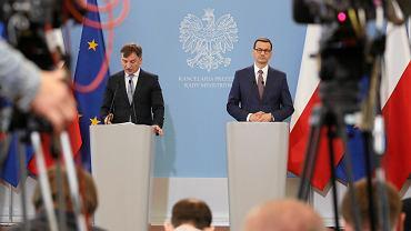 Premier Mateusz Morawiecki i minister sprawiedliwości Zbigniew Ziobro podczas konferencji prasowej w sprawie zaostrzenia kar dla pedofilów, 14 maja 2019.