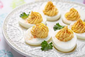 Jajka na Wielkanoc - jak je przygotować i z czym podać? Mamy garść przepisów i praktycznych porad