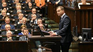 Prezydent Duda w czasie wygłaszania swojego orędzia w Sejmie