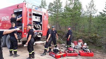 Polscy strażacy w Szwecji.