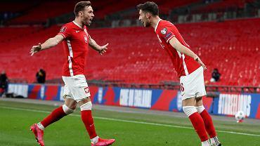 Anglia - Polska. Jakub Moder świętuje gola na Wembley z Maciejem Rybusem