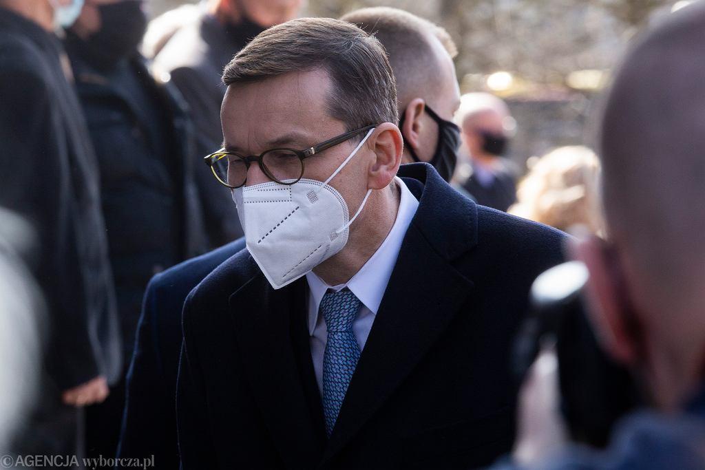 Sondaż: Jak rząd radzi sobie w walce z epidemią koronawirusa?