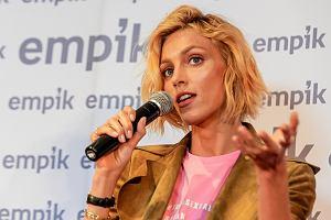 """Anja Rubik z długimi włosami. Modelka jest nie do poznania! """"Myślałam, że to młoda Britney Spears!"""""""