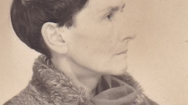 Rok 1954. Jaremianka mówi, że jedyne, w czym sprawdzają się władze, to przemoc i łamanie kręgosłupów