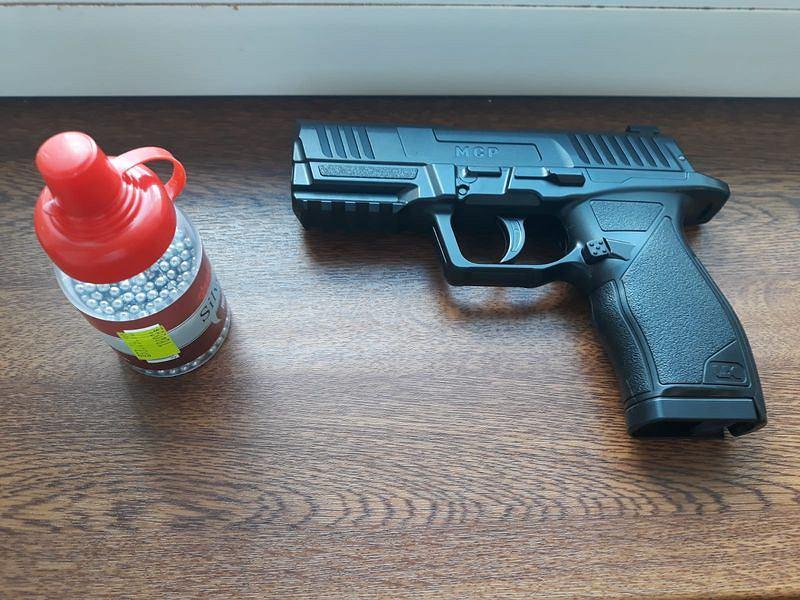 19-latek strzelał w kierunku komendy w Hajnówce. W jego mieszkaniu znaleziono narkotyki