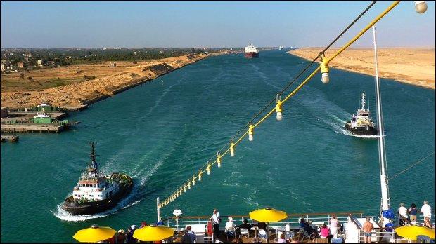 Paliwo jest tak tanie, że statkom bardziej opłaca się opływać Afrykę niż płynąć przez Kanał Sueski