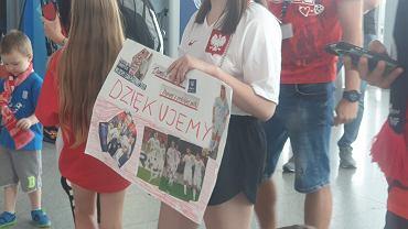Kibice przywitali na lotnisku reprezentację Polski U-21
