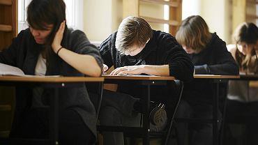 Uczniowie podczas próbnego egzaminu maturalnego w XXI liceum in. Bolesława Prusa