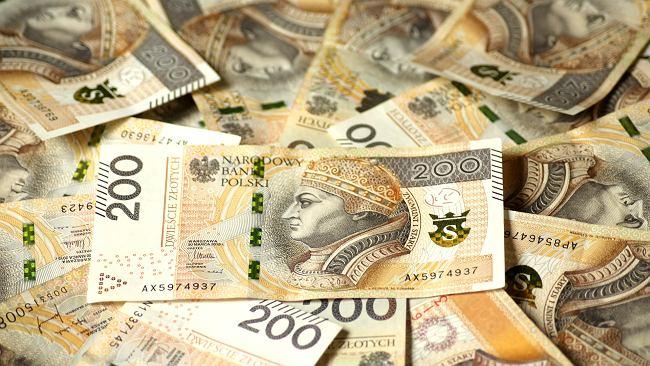 Średni kurs walut NBP - 07.08. Wszystkie główne waluty poszły w dół [kurs dolara, funta, euro, franka]