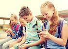 Jak bezpiecznie nauczyć dziecko korzystać ze smartfona?