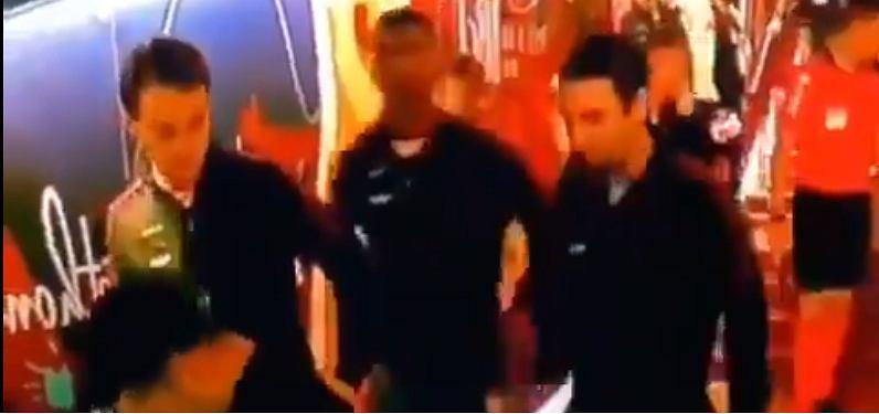 Lionel Messi ignoruje Ivana Rakiticia
