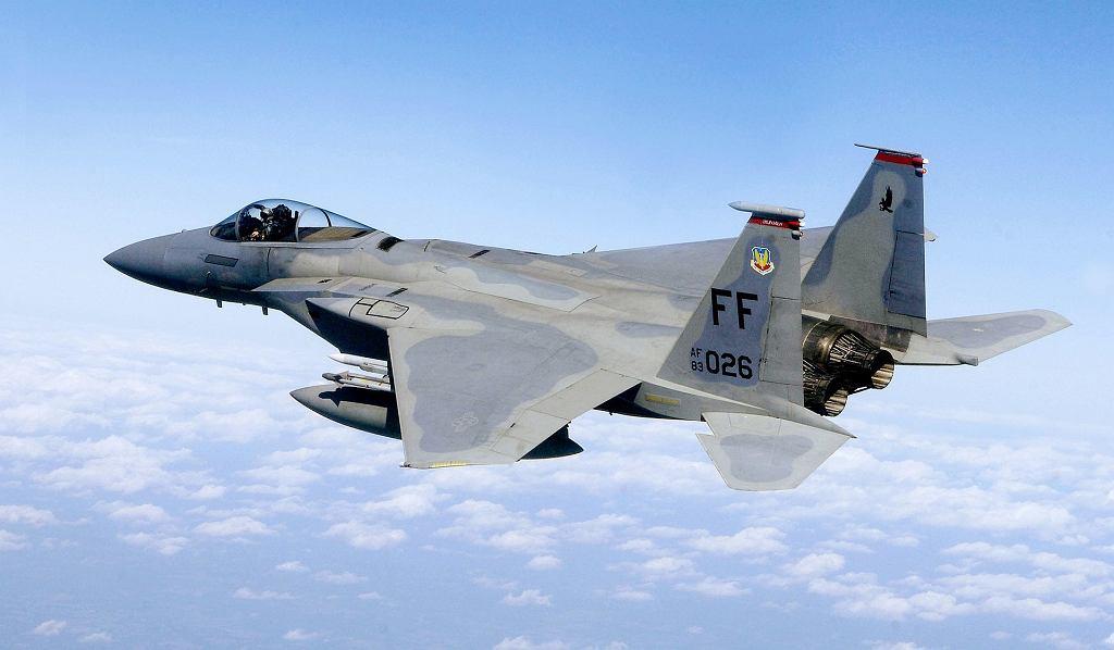 Awaryjne lądowanie f-15 w Powidzu