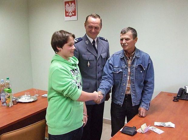Uczciwy 14-latek zwrócił portfel z 20 tys. złotych. Zgubił go ukraiński robotnik