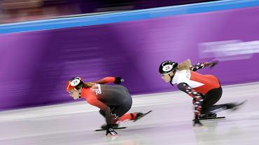 10.02.2018, Pyeungchang, Natalia Maliszewska (z prawej) podczas eliminacyjnego biegu w short tracku, z lewej Kanadyjka Kim Boutlin.