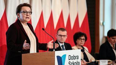 Minister Anna Zalewska podczas spotkania z kuratorami oświaty i wojewodami w sprawie zmian w edukacji (fot. Dawid Zuchowicz / Agencja Gazeta)