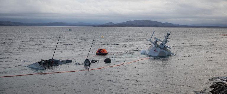 Norweska fregata Helge Ingstad zatonęła. Pękły podtrzymujące ją liny