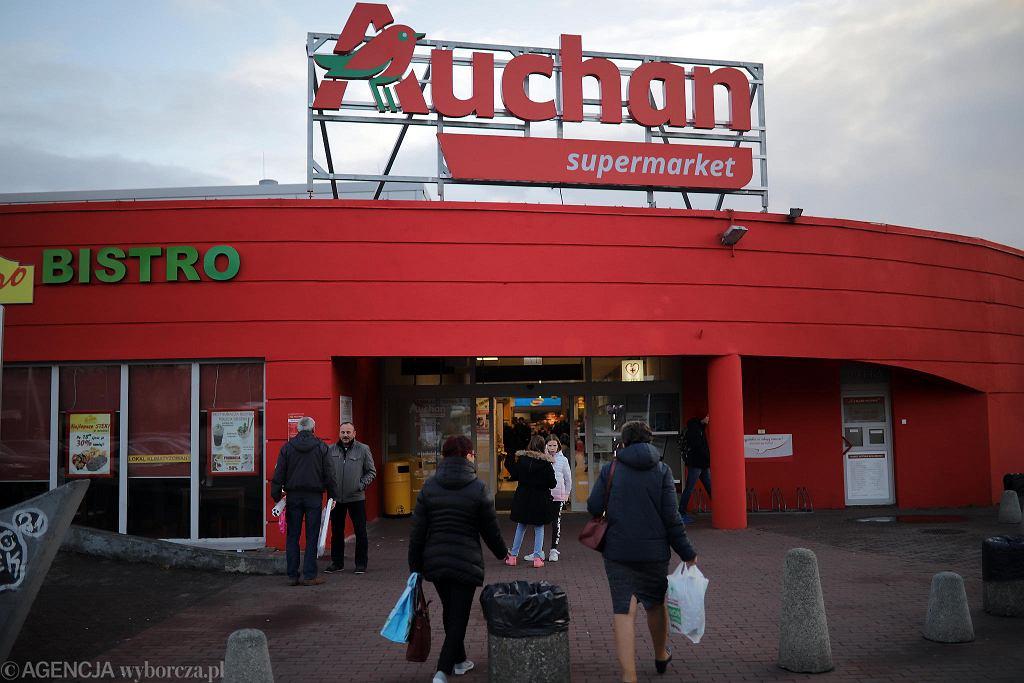 Częstochowa, 14 listopada 2018 r. Sklep Simply przy ul. Focha zmienia szyld na Auchan Supermarket
