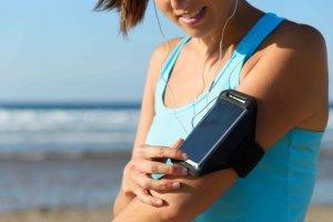 Muzyka znacząco zwiększa wydolność podczas treningu. Poznaj 5 utworów idealnych do biegania