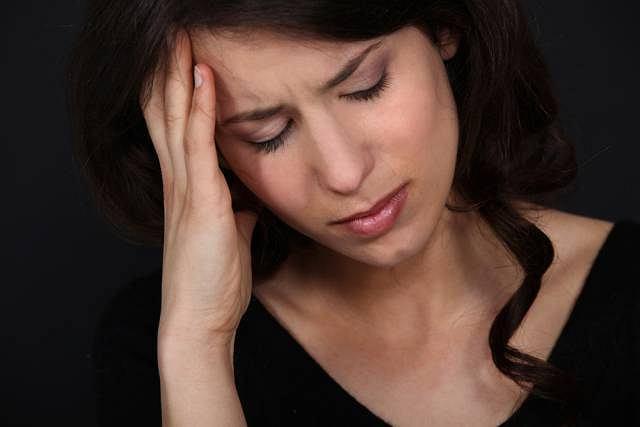 Znaczny spadek prolaktyny może wywoływać m.in. silne bóle głowy
