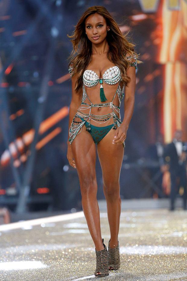 Pokaz Victoria's Secret 2016 - Jasmine Tookes w wartym 3 miliony staniku z kamieni szlachetnych Fantasy Bra