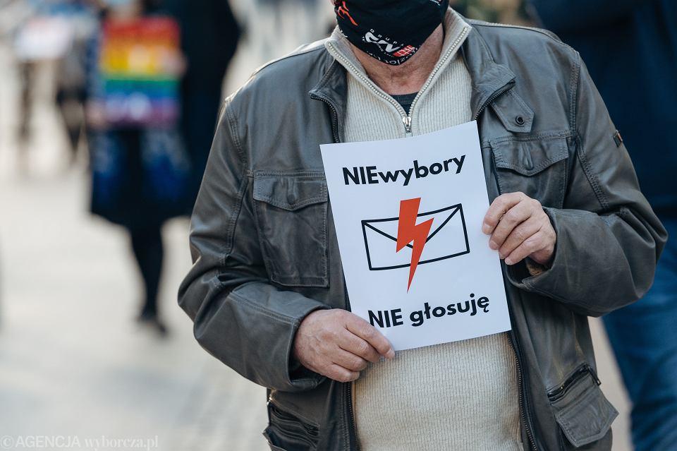 Protest Komitetu Obrony Demokracji przeciwko kopertowym wyborom prezydenckim, Sopot, 6.05.2020 r.