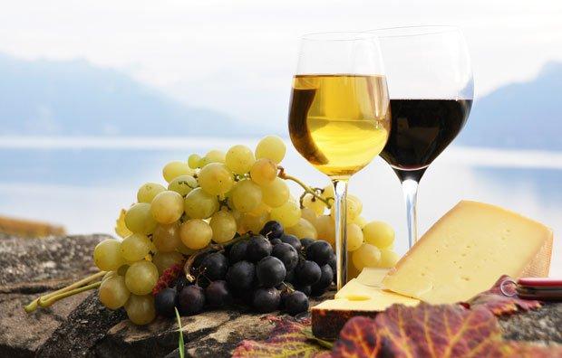 Dziesięć mitów o winie, alkohol, wino, białe wino, czerwone wino, top 10, Białe do ryby, czerwone do mięsa i sera