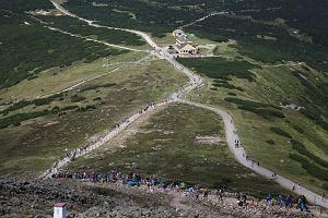 Szlaki na Śnieżkę: najciekawsze warianty wejścia na najwyższy szczyt Karkonoszy i Sudetów