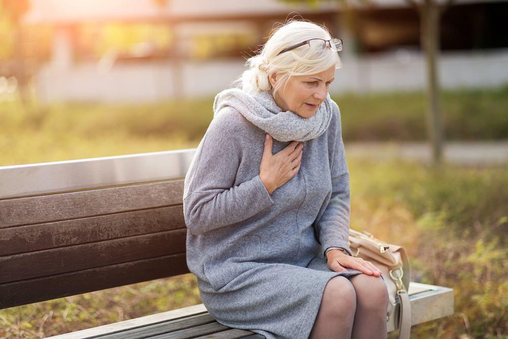 Hipermagnezemia - to zbyt duże stężenie magnezu we krwi. Hipermagnezemia może się objawić bólem w klatce piersiowej