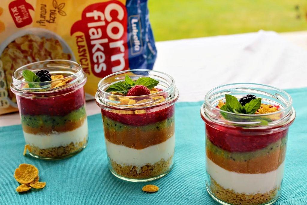 Owocowo-jogurtowe śniadanie z płatkami Lubella Corn Flakes Klasyczne