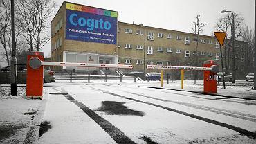 Szlaban naprzeciwko szkoły Cogito na Grunwaldzie. Spółdzielcze osiedle odgrodziło się od chaosu, wywoływanego przez samochody rodziców, podwożących dzieci do szkoły