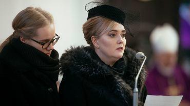 Wdowa po prezydencie miasta Magdalena Adamowicz z córką Antoniną - podczas pogrzebu. Gdańsk, 19 stycznia 2019