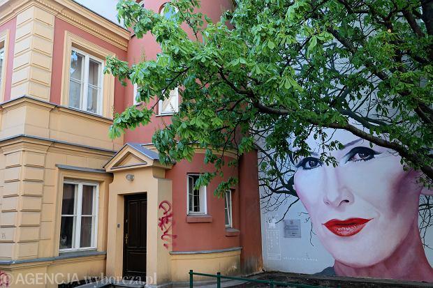 Mural z wizerunkiem Kory w Warszawie