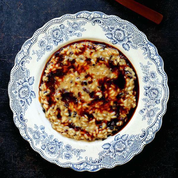 Kawowe risotto z nibsami może być pomysłem na romantyczną kolację