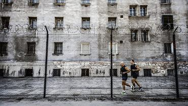 Bieg ku wolności w zakładzie karnym w Rawiczu.