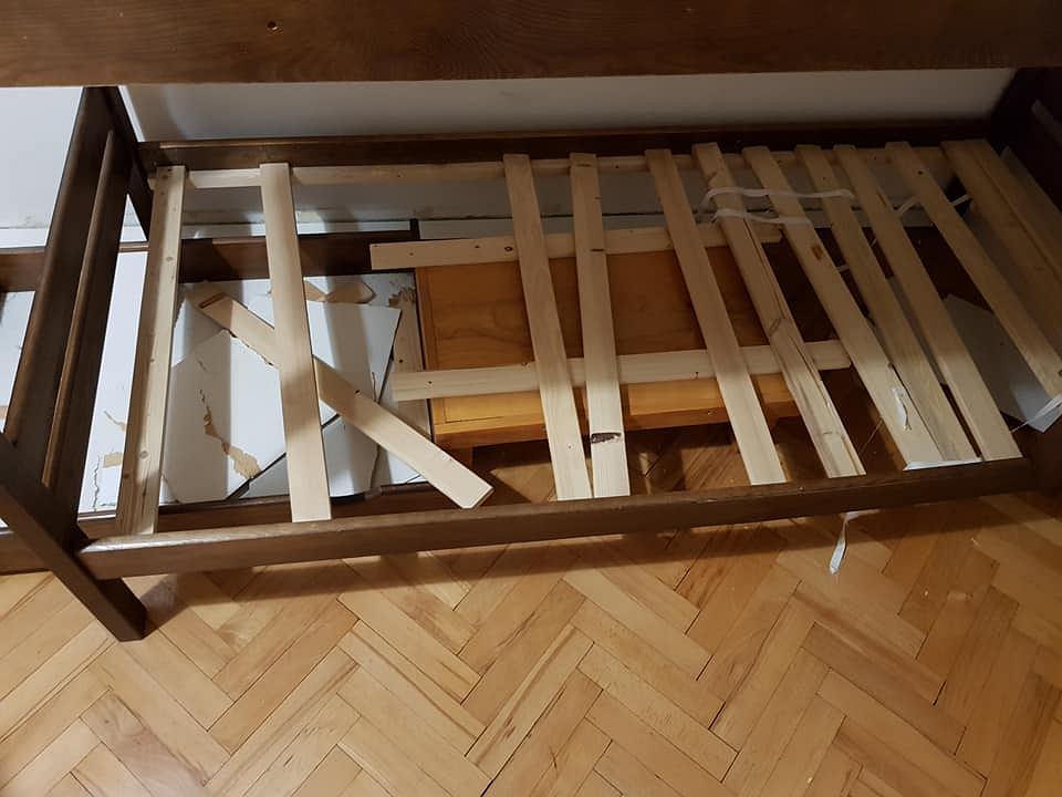 Zdjęcia z jednego z warszawskich hosteli przesłane przez gościa, znalazły się w interpelacji radnego Lecha Jaworskiego
