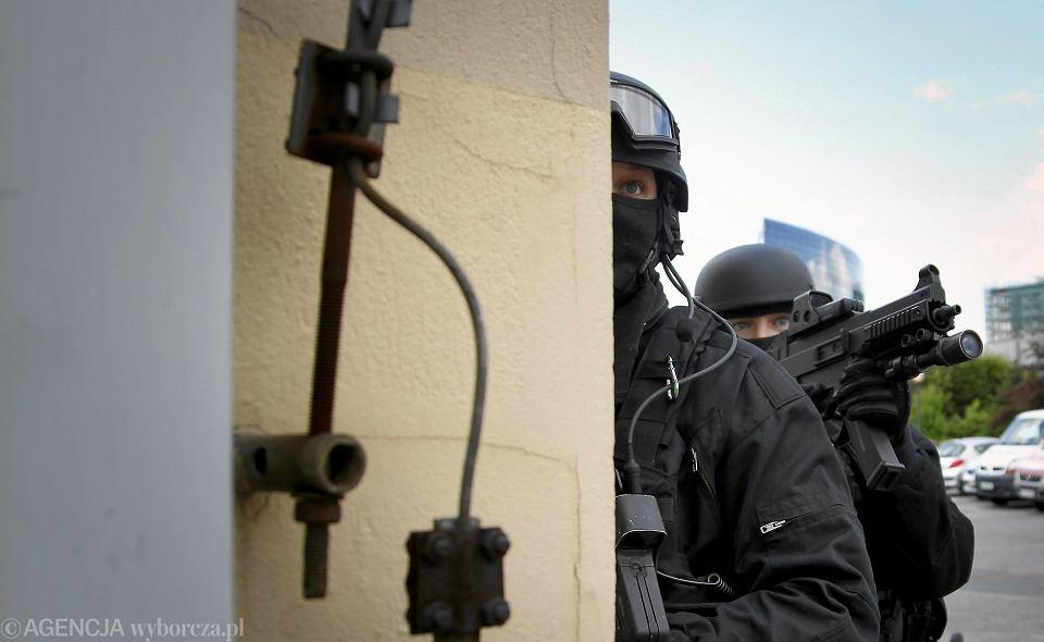 Symulacja ataku terrorystycznego - zdjęcie ilustracyjne