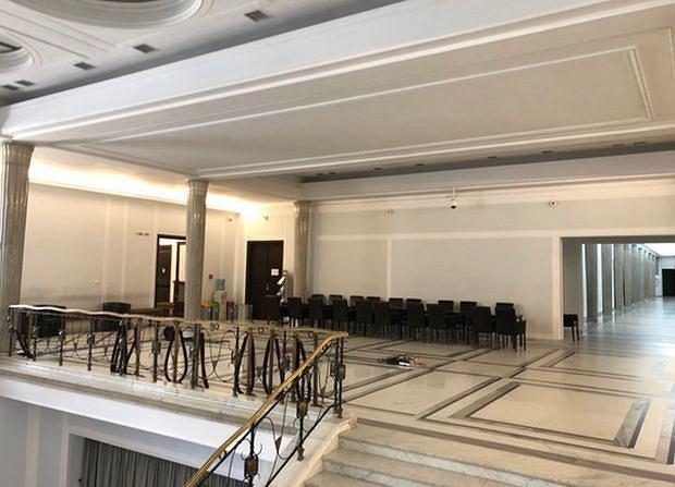 Dziennikarze i goście nie są wpuszczani do sejmowego holu głównego