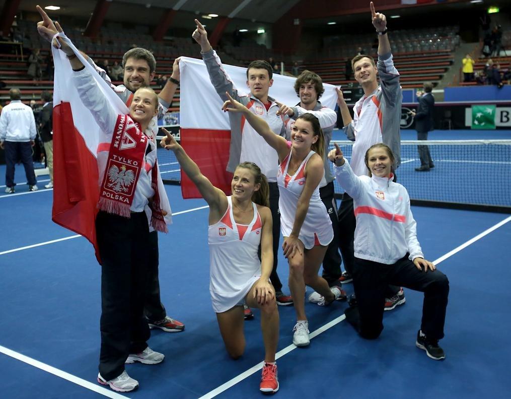 Polacy cieszą się z wygranej ze Szwecją