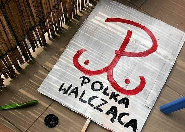 Transparent Polka Walcząca