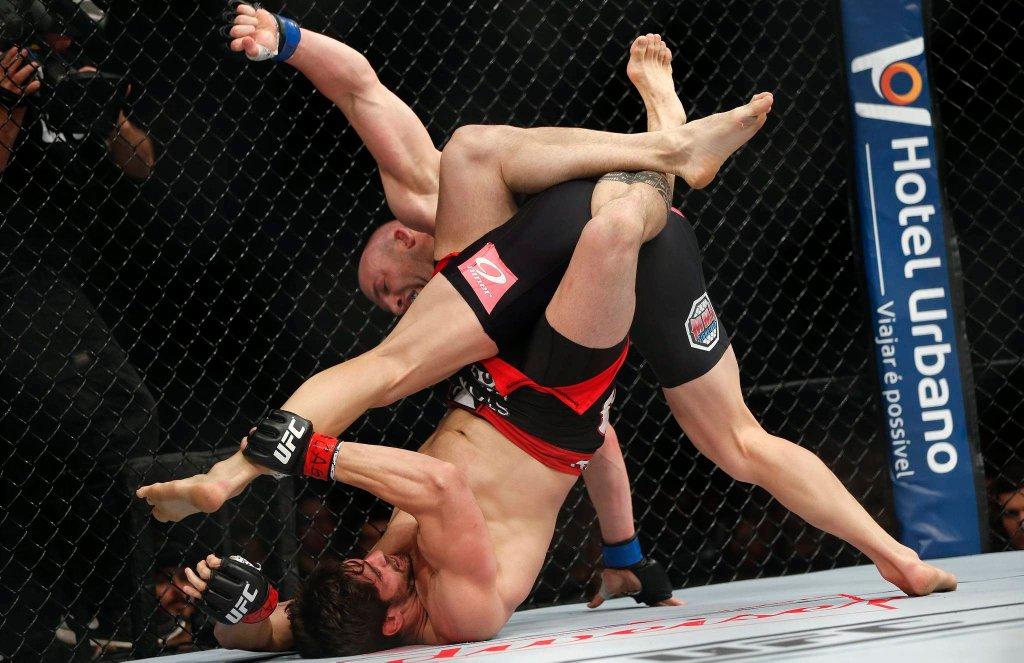 Patrick Cummins w walce z Antonio Carlosem Juniorem