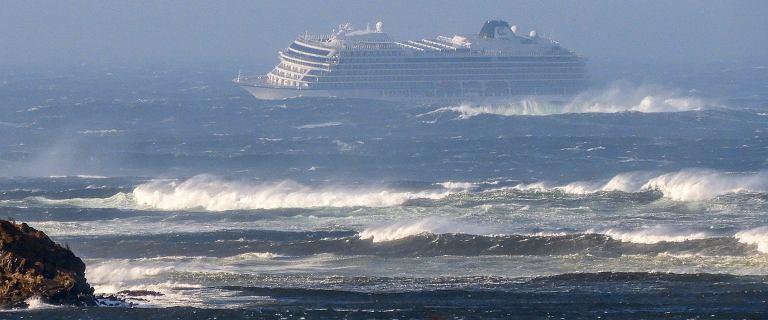 Statek Viking Sky wysłał SOS. 1300 pasażerów do ewakuacji