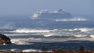 Prom Viking Sky wysłał SOS. Wielka akcja w Norwegii, 1300 pasażerów statku do ewakuacji