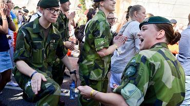 Szwecja wraca do obowiązkowej służby wojskowej - zarówno dla kobiet, jak i dla mężczyzn.