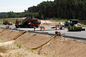 1,7 tys. ludzi i deszcz na budowie autostrady