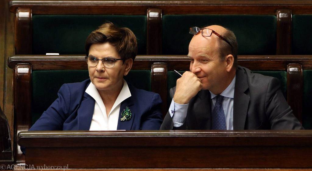 Premier Beata Szydło i minister zdrowia Konstanty Radziwiłł w Sejmie, 8 czerwca 2016 r.