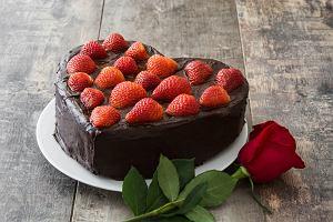 Tort w kształcie serca: jak go zrobić? [Przepis]