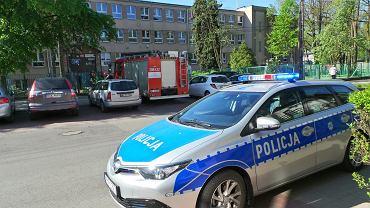 Alarm bombowy w czasie tegorocznej matury w XXVI LO im. gen. Henryka Jankowskiego 'Kuby' przy ul. Alpejskiej 16