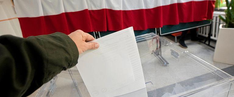 Nocne zmiany w Kodeksie wyborczym. Prawnik: Wybory będą nieważne