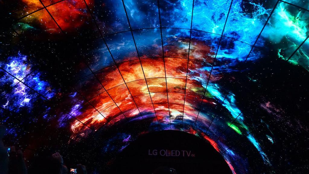 Tunel z paneli OLED LG